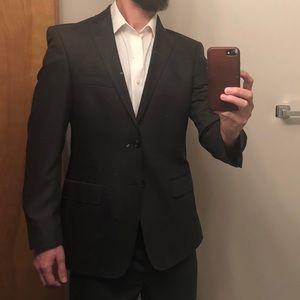 Men's 38R 100% wool gray suit Calvin Klein.